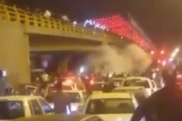 شلیک گاز اشکآور از سوی نیروی انتظامی وحشی به سوی مردم مشهد